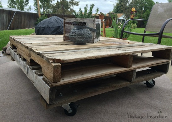 Add some fun to your porch or deck with this great Pallet Coffee Table.