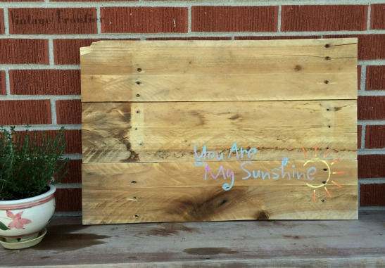 Add a pop of color and fun to your space with this great DIY Pallet Sign.