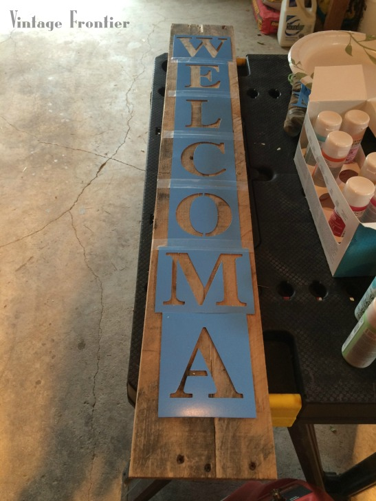 Make your own Pallet Signs.