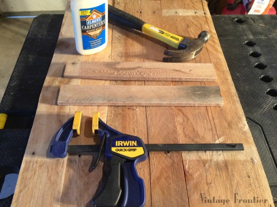 A great DIY pallet sign to add style to your home. and its nice and cheap.