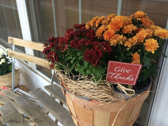 Give your front entrance that fall feeling in a matter of minutes.