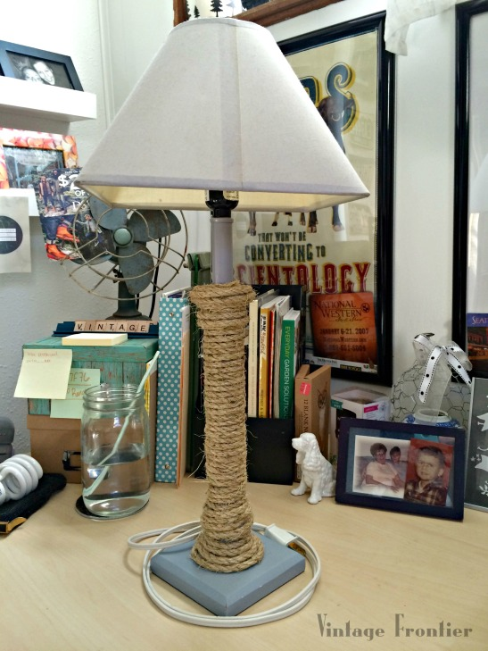 A quick and easy lamp makeover using only rope and hot glue.